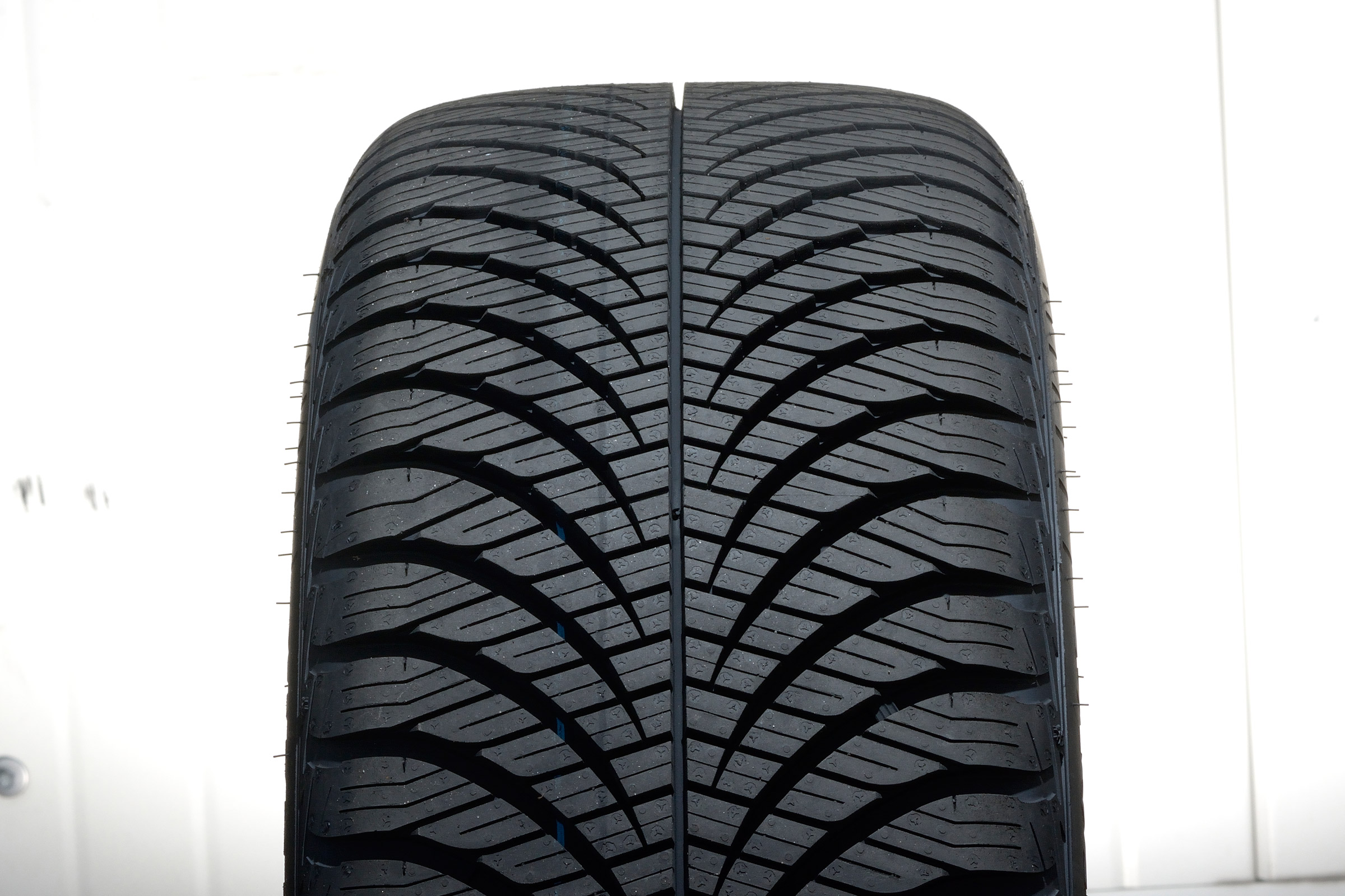 Goodyear Vector 4Seasons SUV G2 (2)