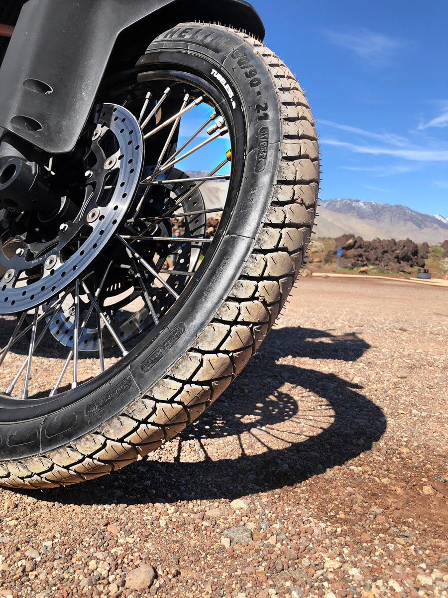 Michelin_Anakee_Adventure_front_2